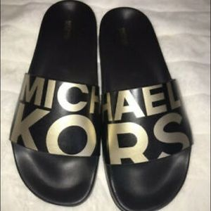 Gorgeous, new Michael Kors Gilmore Slides ❤️